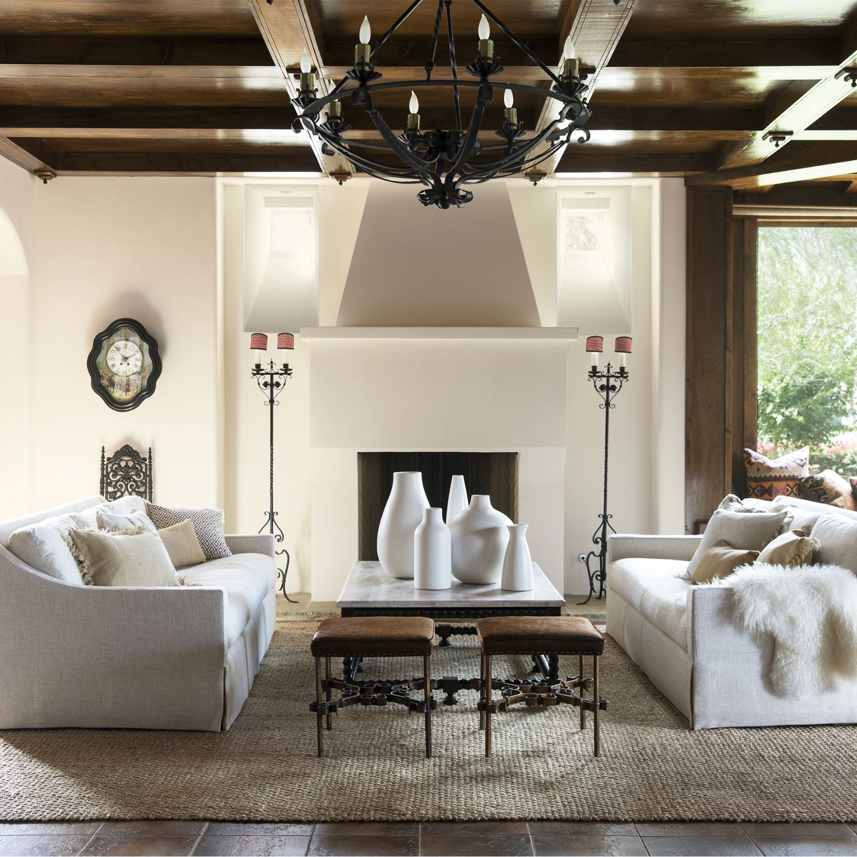 Crème Living Room with Fireplace