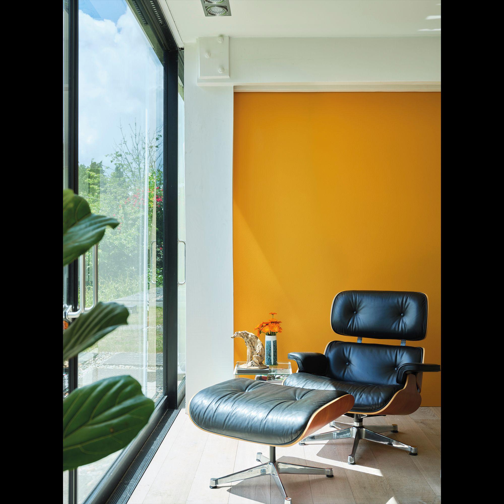 Dutch Orange Window Seat