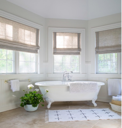 Benjamin Moore Paper White OC-55 is a relaxating color for the bathroom.
